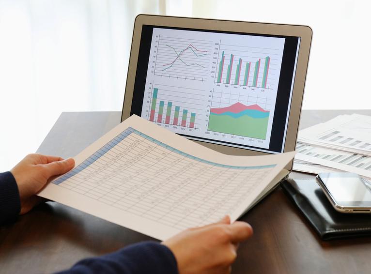 仕入れの発注量を判断する需給予測モデル